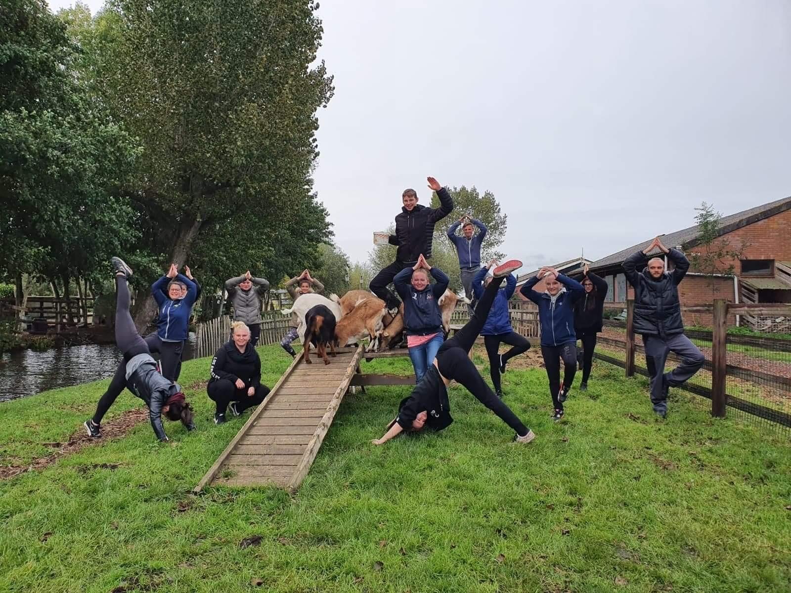 Schoolarrangementen Yoga jongeren   Boerderij de Boerinn
