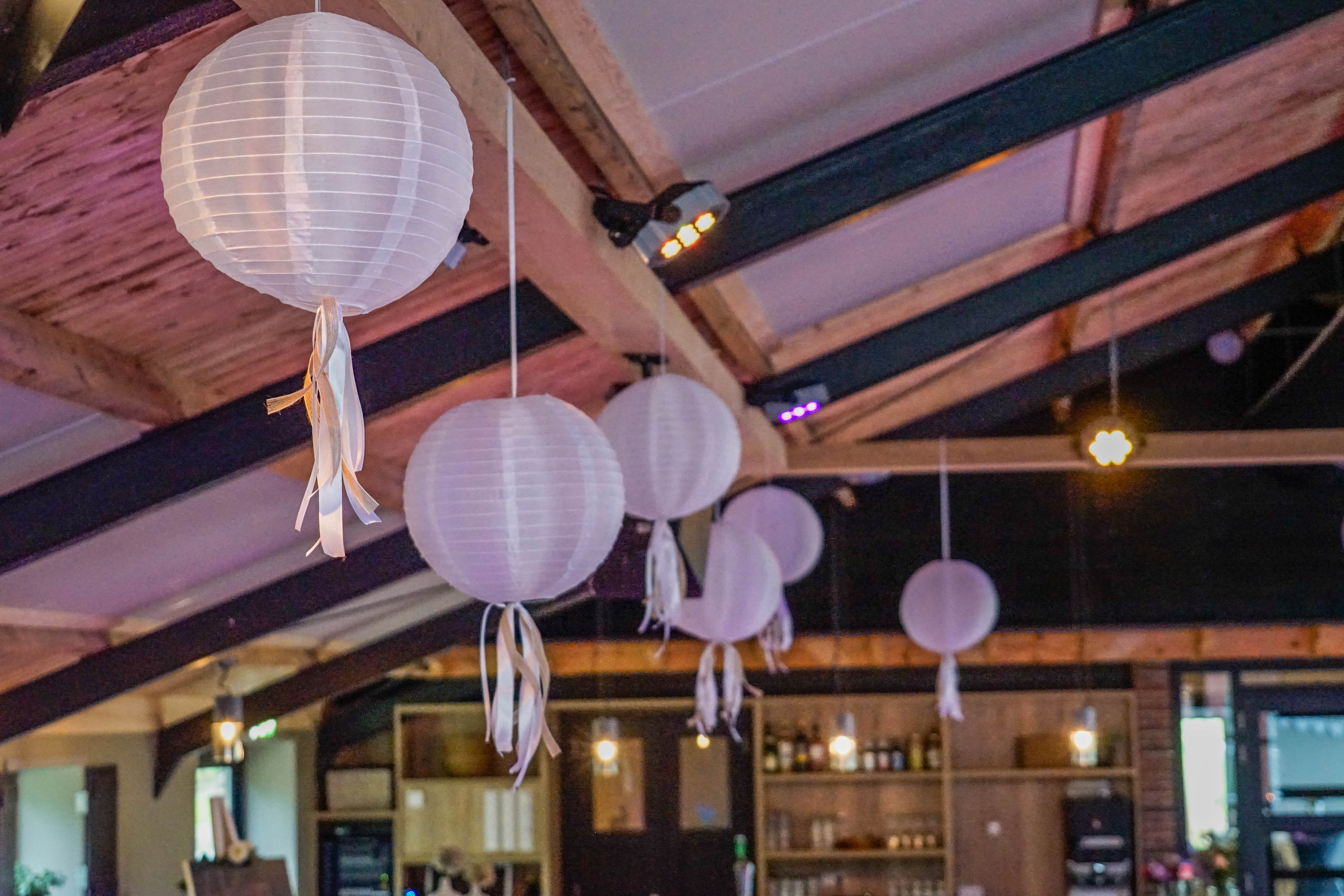 Trouw lampionnen in het Karnhuis | Boerderij de Boerinn